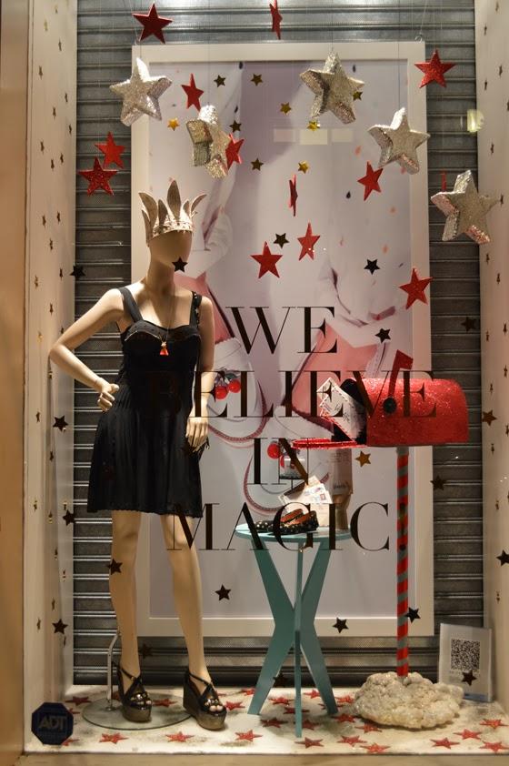 Vidrieras navide as cultura moda for Decoracion de vidrieras de ropa