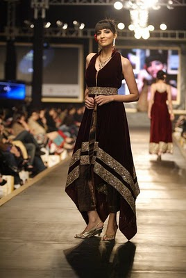 Black Party Dress on Latest Fashion  Latest Fashion Pakistani Frocks Designs Party Dresses