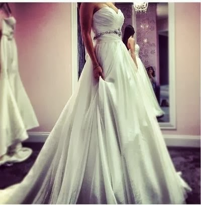 Long and stylish wedding dress for ladies