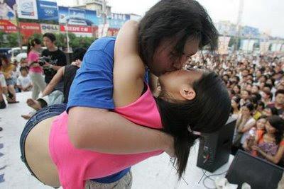 Lomba Ciuman Paling HOT
