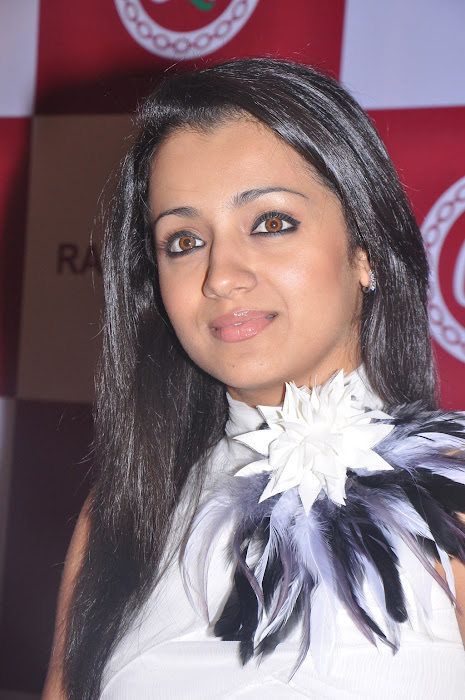 trisha new @ ramee mall launch hot images