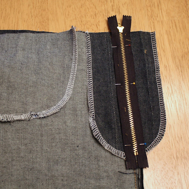 centering zipper for zip fly