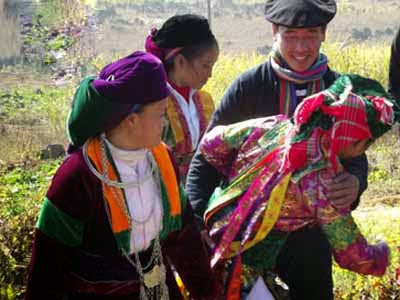 Vietnamcultureguide: Thu vi le hoi Vo mong o Meo Vac Ha Giang