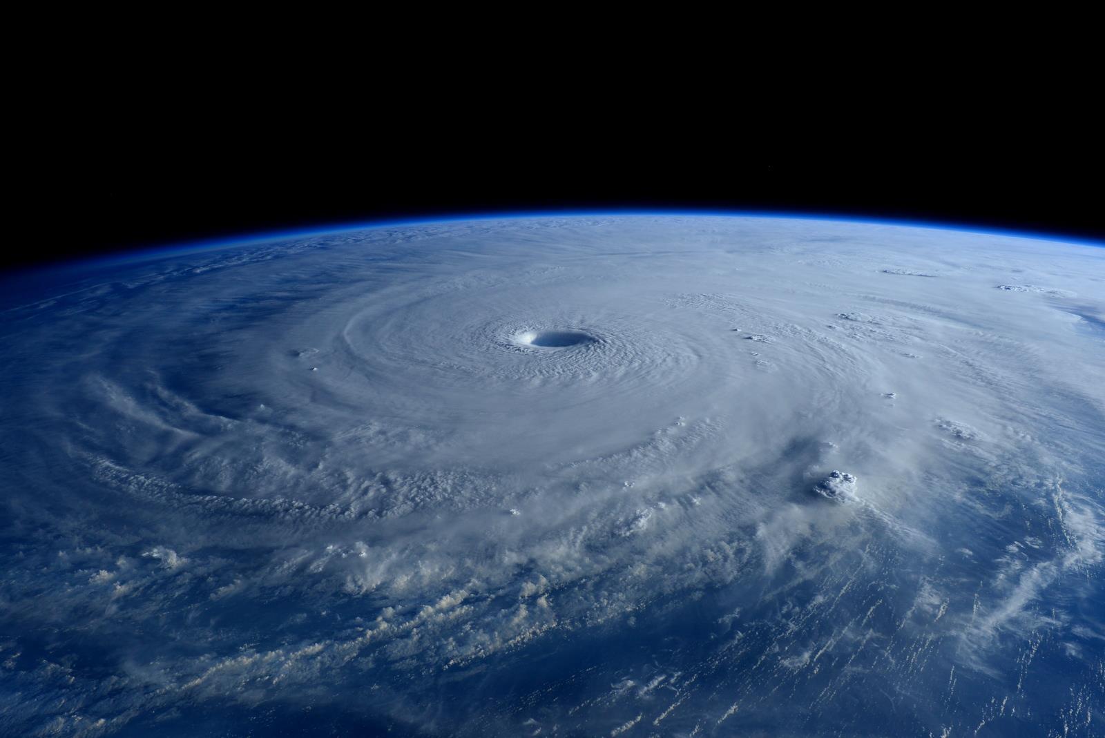 Mắt siêu bão Maysak từ Trạm Không gian Quốc tế (ISS) ngày 31/3 vừa qua. Tác giả : Terry Virts/NASA/ISS.