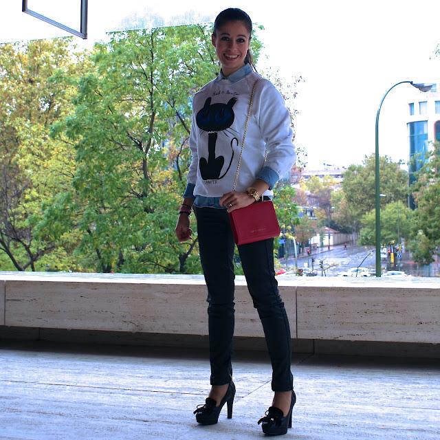 Lacaprichossa - Look Black is beautiful - Sudadera Awita - Bolso Cruciani - Reloj Yanes