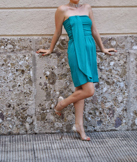 abito verde come abbinare il verde abbinamenti verde outfit verde verde smeraldo orecchini a goccia verde smeraldo scarpe guess abito fornarina outfit maggio 2015 mariafelicia magno fashion blogger milano blog di moda blogger di moda fashion blogger italaine green outfit how to wear green green elegant dress summer outfit