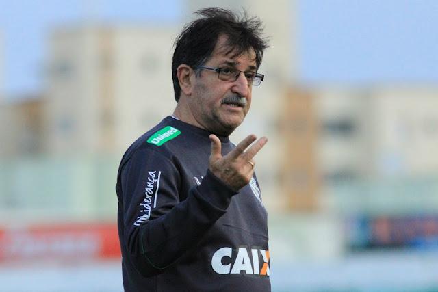Treinador comanda Figueirense pela primeira vez para ganhar respiro acima da zona de rebaixamento (Foto: Luiz Henrique/FFC)