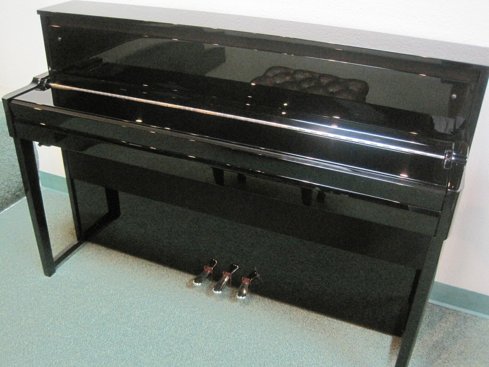 Az piano reviews review yamaha nu1 digital piano for Yamaha upright piano cover