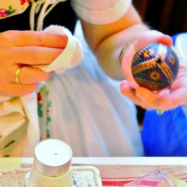 Grasgeflüster: Ostereiergestaltung Mit Wachsmustern Und Farbe