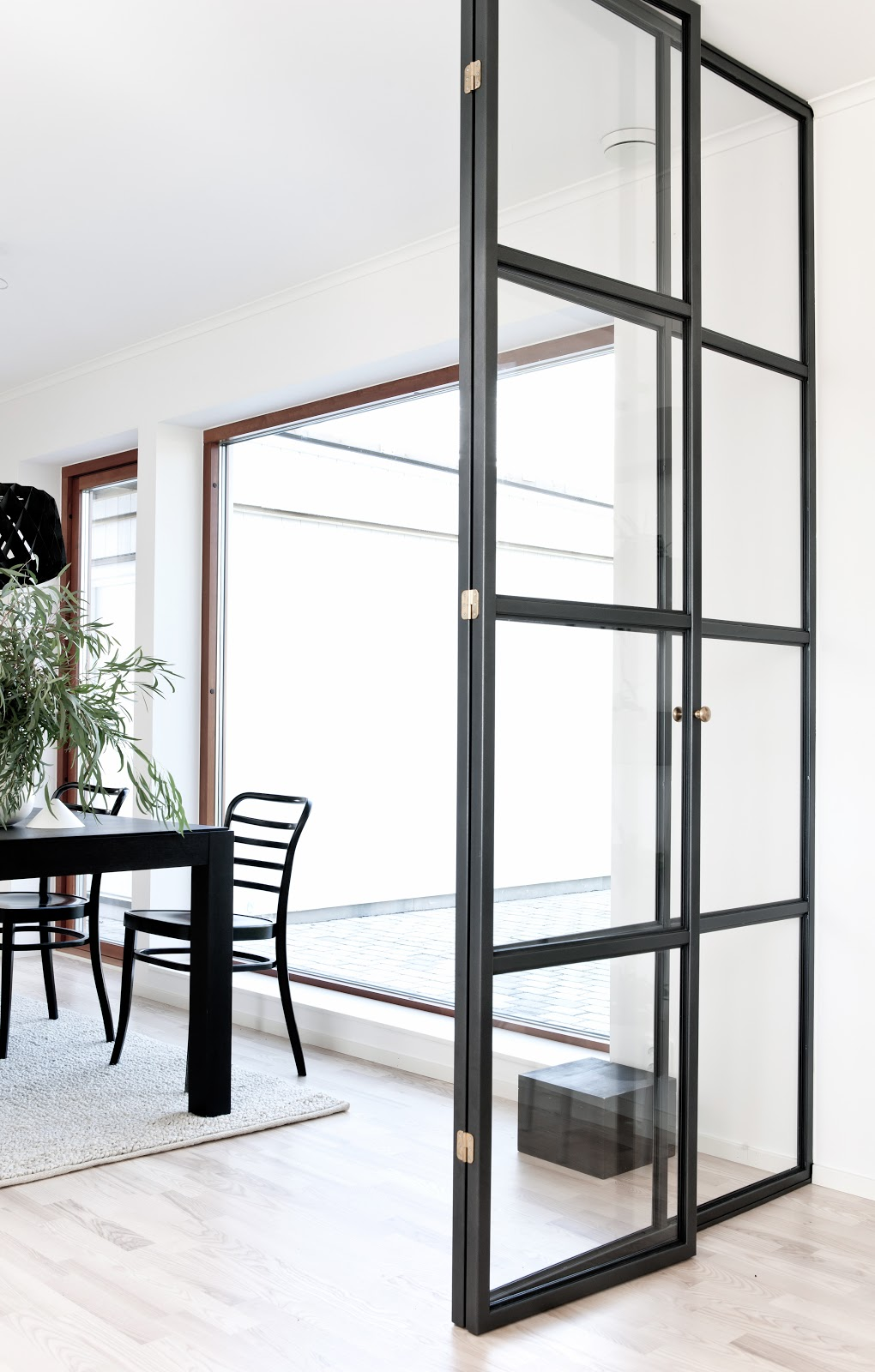 Minimal styling by annaleena nordic days by flor linckens for Glass door frame