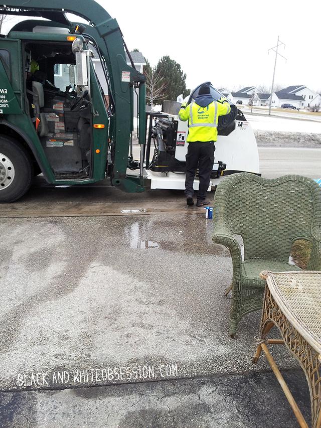 #thriftscorethursday Week 8 Dumpster Dive: Wicker Patio Set Stuff the Car | www.blackandwhiteobsession.com