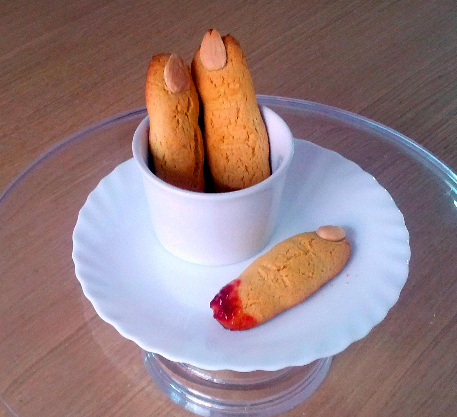 La cucina di Polina: Biscotti di Halloween: dita di troll mozzate