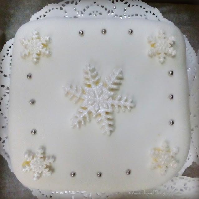 snowflake Christmas cake