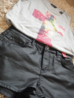 Leather Shorts, Cross Tshirt, Festival looks, River Island Leather Shorts