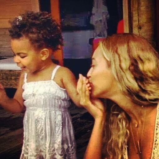 @GlitzyCoilz: Leave Blue Ivy's Hair Alone!!!