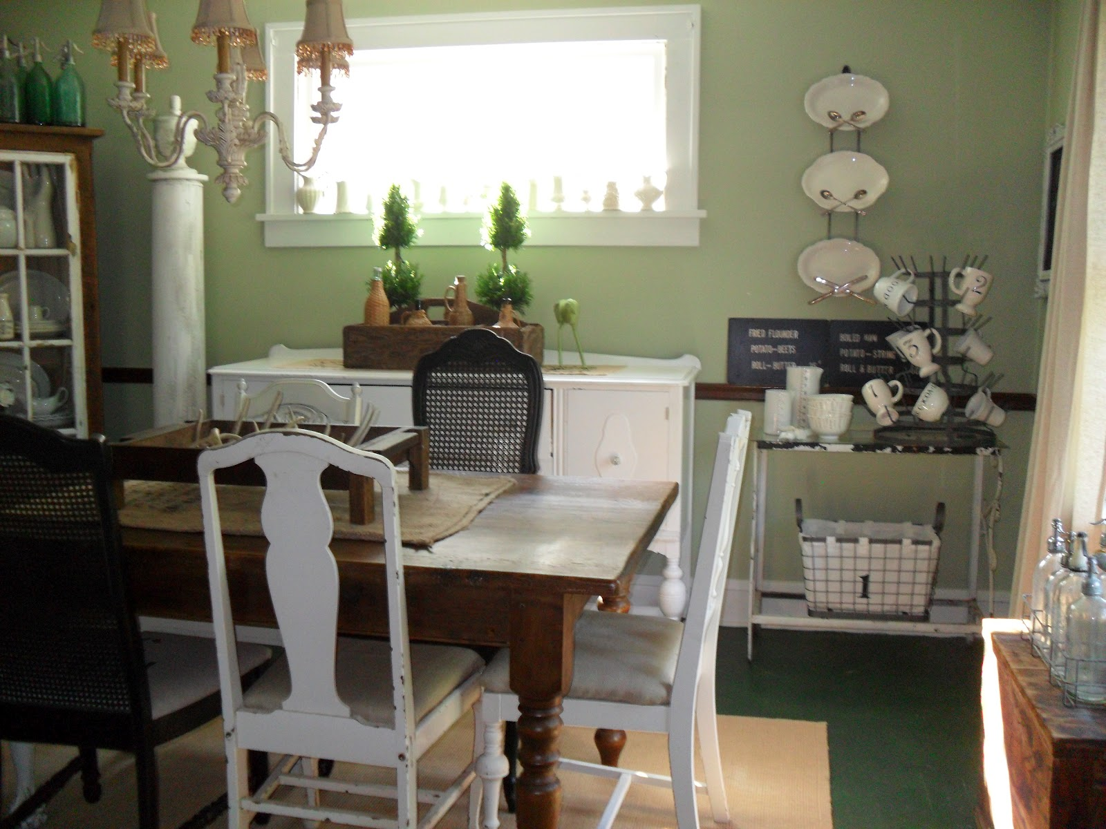 Style house september must love junk city farmhouse for Black n white dining rooms