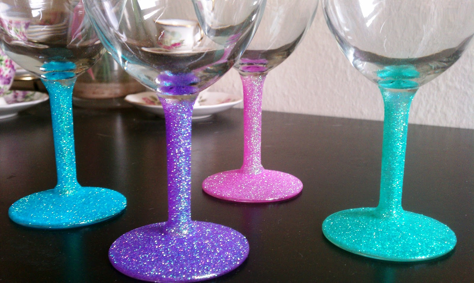 Cupcakes couture diy glitter wine glasses How to make wine glasses sparkle