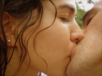 indian hot kiss girls wallpapers
