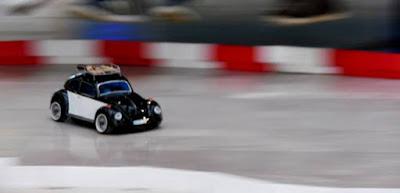 Rápido-curioso-competencia-carros-control-remoto-SOFA-2015
