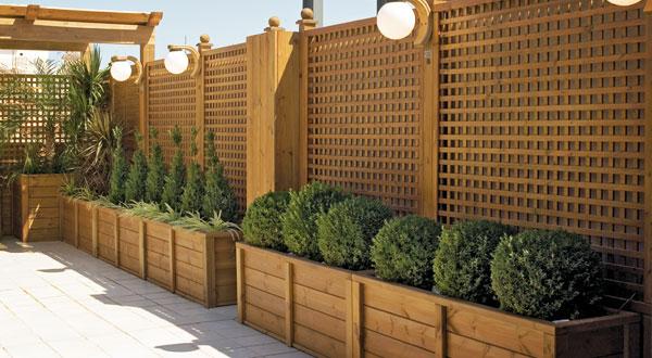 Dale vida a tu terraza o balcon for Jardineras con palets de madera