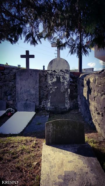 cementerio con lápidas sin nombre