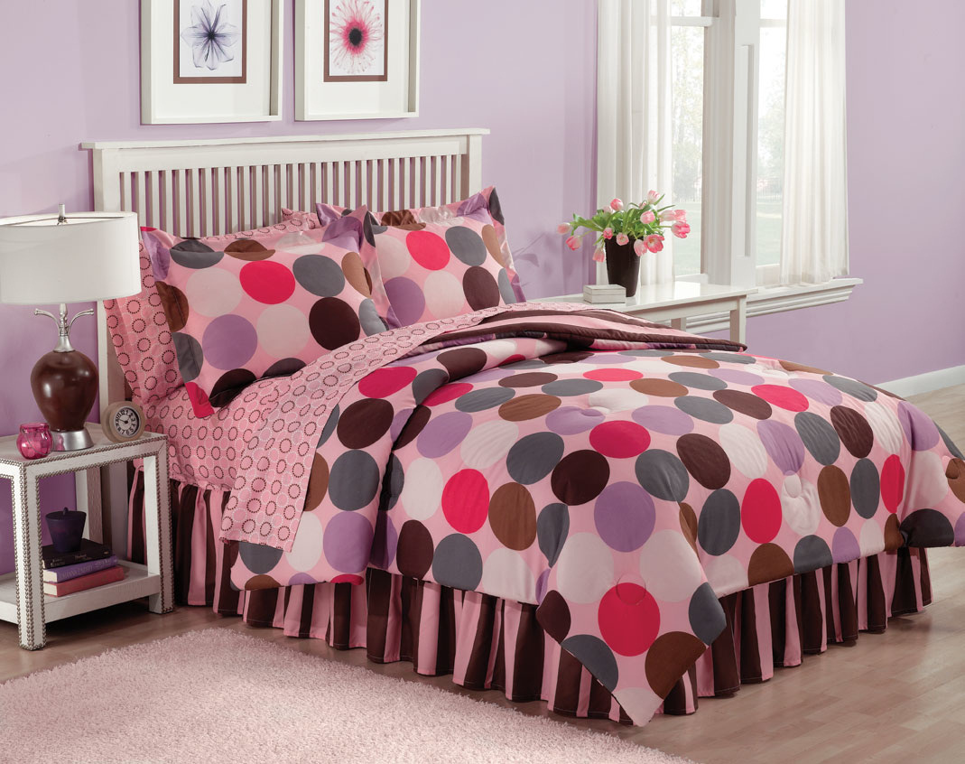 Take a look at these great teen bed ensembles by designer Jackie Savage ...