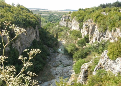 Kaniona na selo Emen