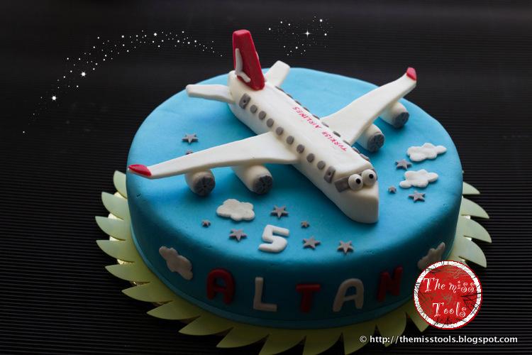 torta di compleanno aereo