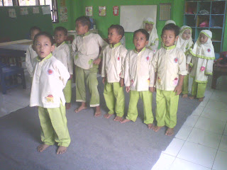 Lucu Poto Sholat Anak TK