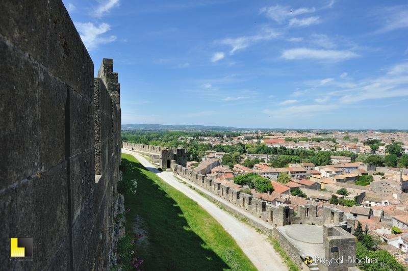 La ville moderne de Carcassonne vue des remparts photo pascal blachier