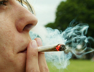 fumando_marihuana.jpg
