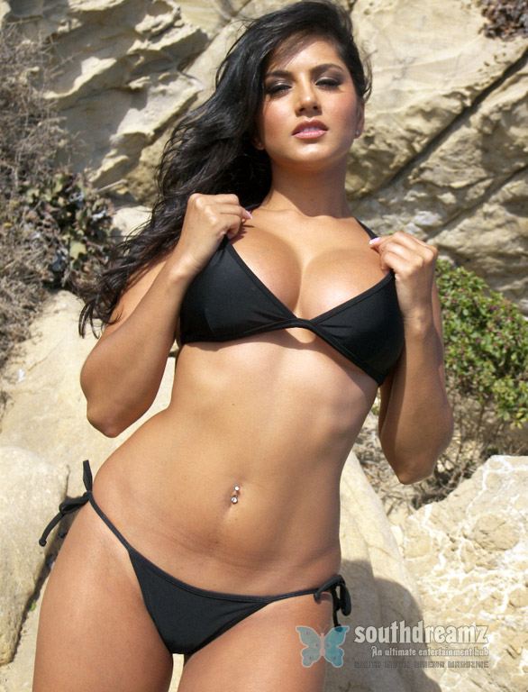 Stunnig Beauti Sunny Leone Very Hot Pictures   Naked Little Girls