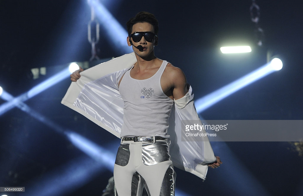 http://2.bp.blogspot.com/-GLlFiLmSdK0/VqXRLjxMTnI/AAAAAAABQvI/0D7S44zcvxQ/s1600/south-korean-singer-rain-performs-onstage-during-his-concert-the-picture-id506499320.jpg