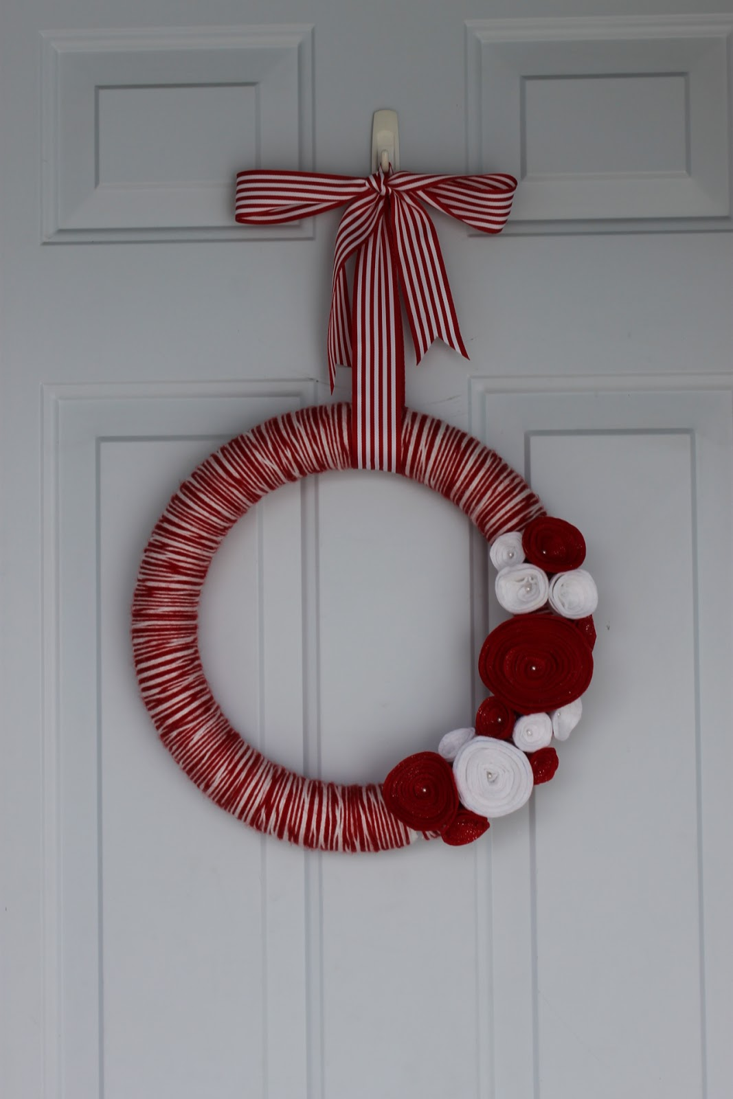 how to make a christmas wreath out of yarn