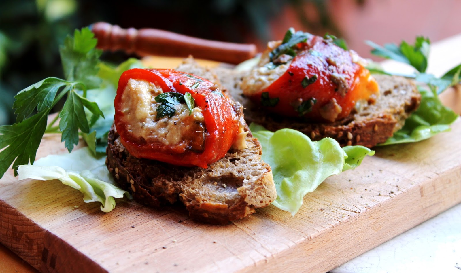 Involtini di peperoni con mousse di tonno