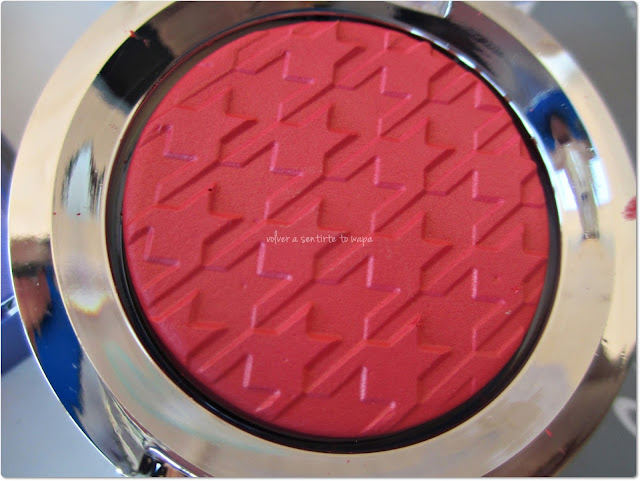 Colección EYECATCHER de FLORMAR - Flashy Blush - 01 Red Herring