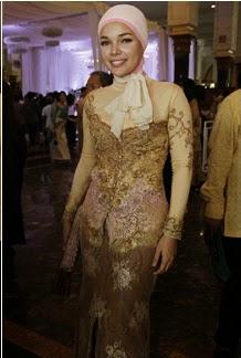 Model Kebaya Batik Pesta Tradisional
