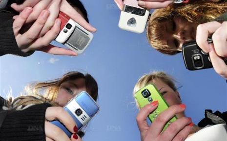 Les adolescents, leur tlphone portable et l'Internet mobile