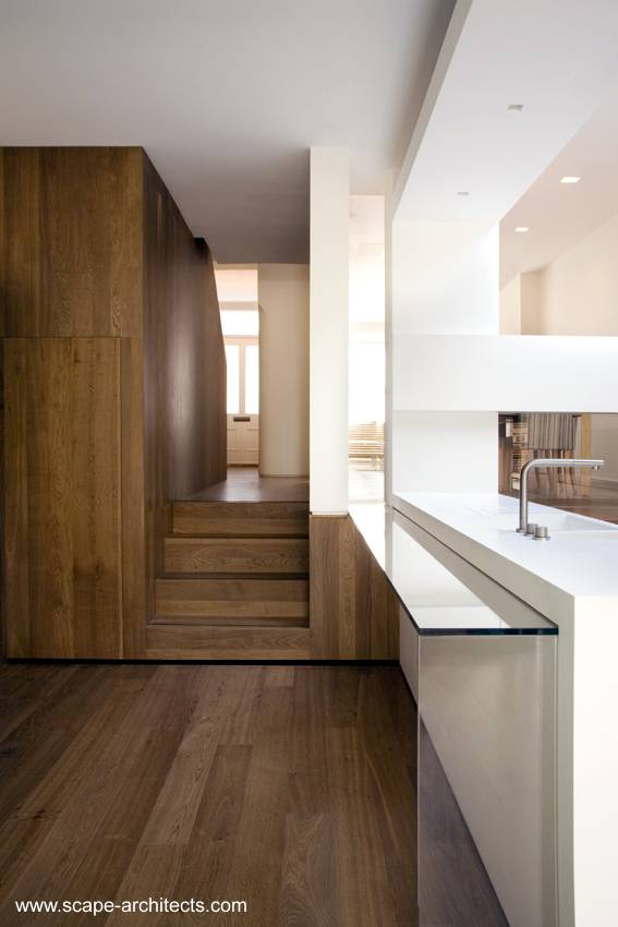 Arquitectura de Casas: Casa urbana reformada modernizada entre medianeras en Londres.
