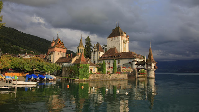 Oberhofen Castle Located in Lake Thun Switzerland. Lake thun its also very nice and beautiful expriance for birds and river riding and crafting. In drive in boat you can see Oberhofen Castle and its great architecture view. Oberhofen Castle its most popular and best place to travel in this world in specially in Switzerland. you may also like their adventure, high touch mountain view, cold fog, and other natural experiance in Oberhofen Castle. Sitzerland Best Place to Visit and travel in life once.