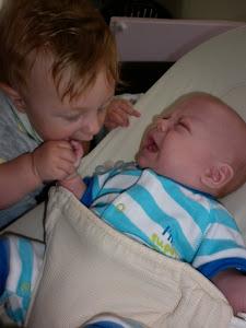 Aleksander i Adaś, wujeczni bracia, prawie blizniaki