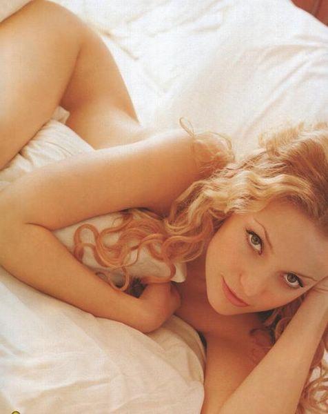 Kate Hudson: Home Nudist