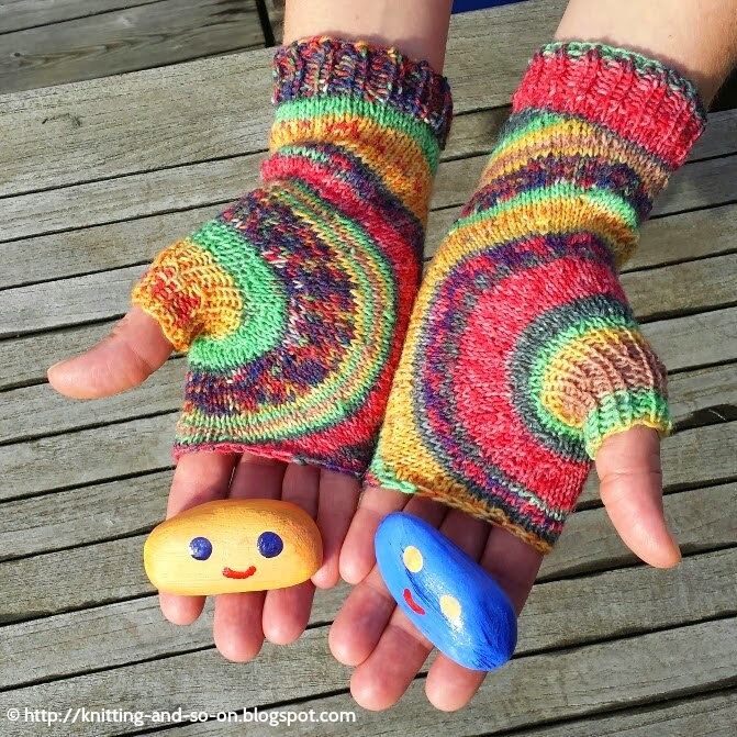 Free Knitting Pattern: Circle Mitts