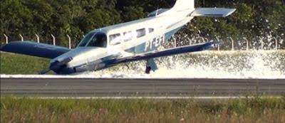 Com problema no trem de pouso, avião faz pouso forçado em Porto Seguro