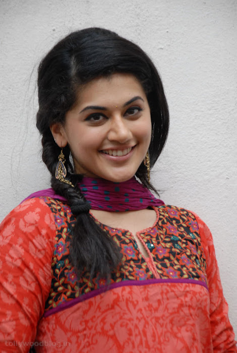 taapsee pannu gorgeous actress pics