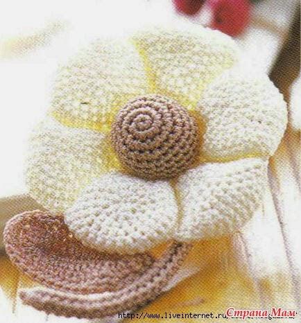 Una flor muy especial tejida con ganchillo con patrones