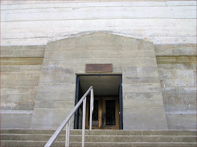 Entrance to the Monument