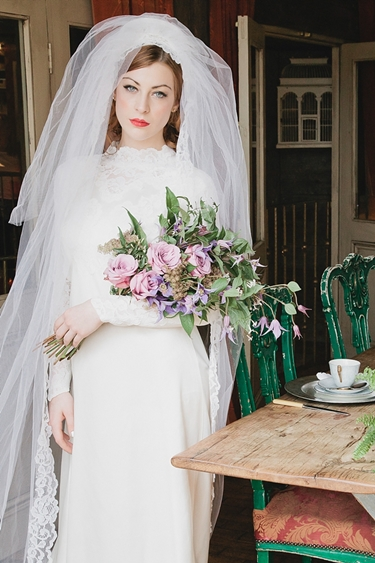 armbukett, vintage brudbukett, cascade bouquet, vintage cascade bouquet, cascade bouquet over arm