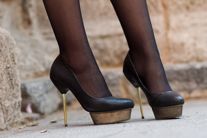 Pumps with metallic heels and golden platform