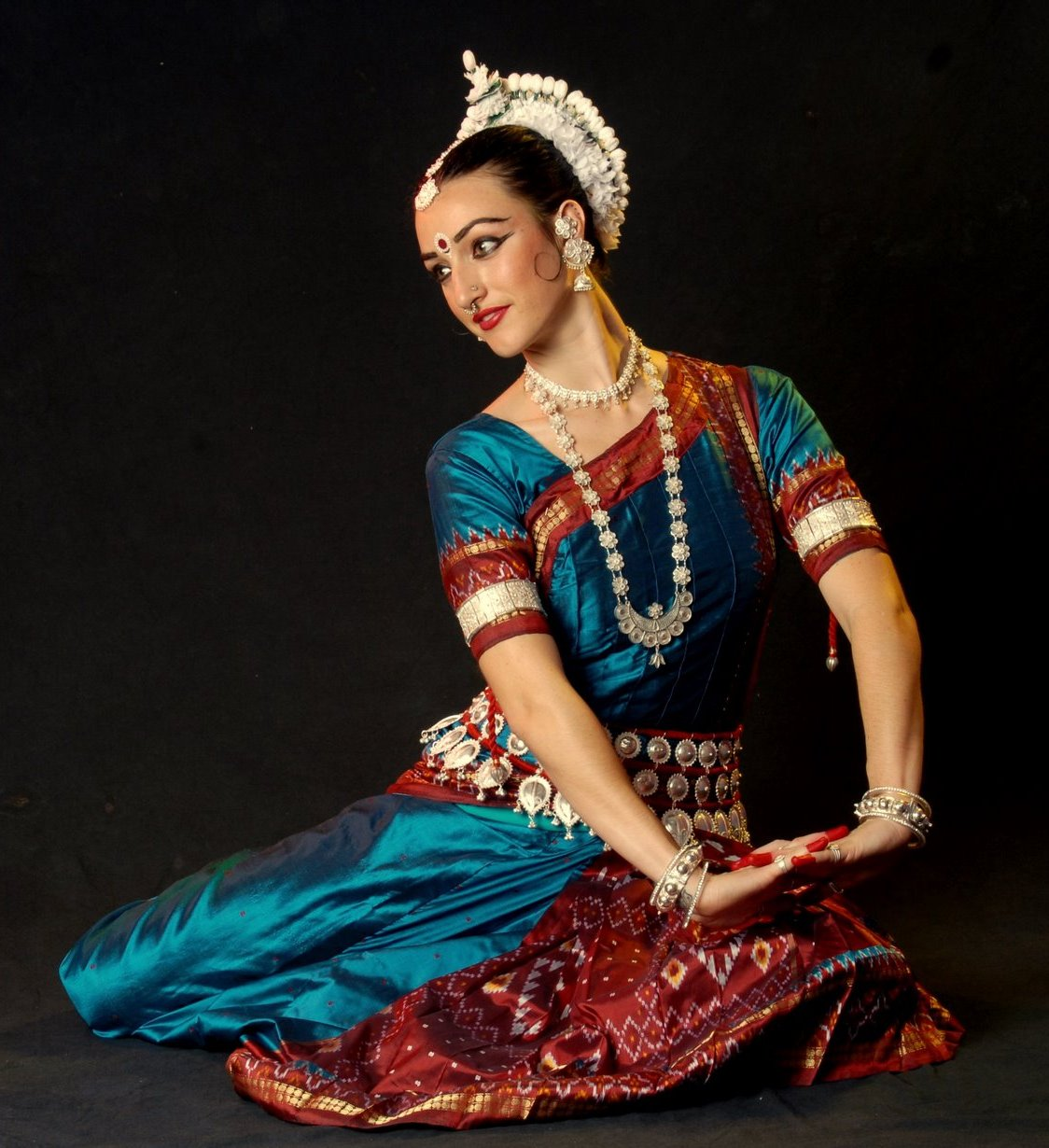 an introduction to kathak an indian Chhandika kathak dance offers classical indian dance cultural arts  will  introduce some students to basic footwork, poly-rhythms and music of kathak  indian.